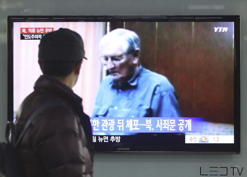 A man watches a TV news program showing detained U.S. citizen Merrill Newman deported from North Korea, at Seoul Railway Station in Seoul, South Korea, Saturday, Dec 7, 2013. North Korea on Saturday deported the elderly U.S. tourist, apparently ending the saga of his return to the North six decades after he advised South Korean guerrillas still loathed by Pyongyang. (AP Photo/Ahn Yung-joon)