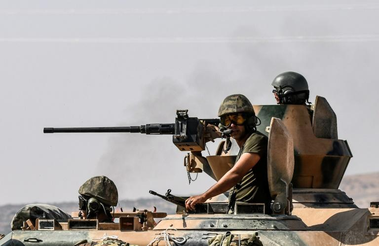 Turkish soldiers drive a tank towards Syria from the Turkish border city of Karkamis in the Gaziantep region on August 27, 2016