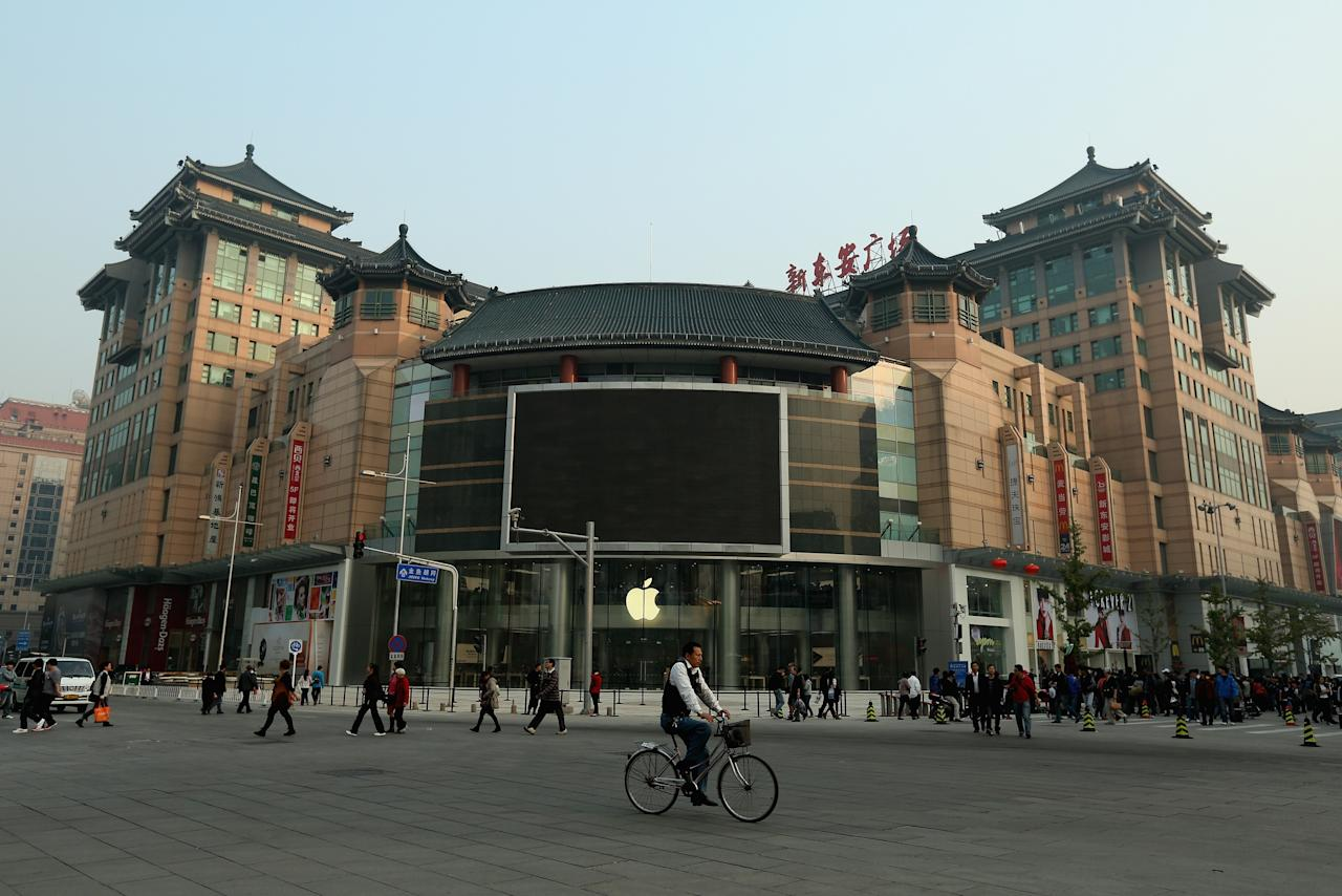 BEIJING, CHINA - OCTOBER 19:  A general view of the new Apple Store in Wangfujing shopping district on October 19, 2012 in Beijing, China. Apple Inc. opened its sixth retail store on the Chinese mainland Saturday. The new Wangfujing store is Apple's largest retail store in Asia.  (Photo by Feng Li/Getty Images)