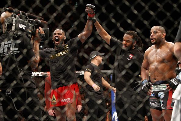 Jon Jones beats Daniel Cormier at UFC182