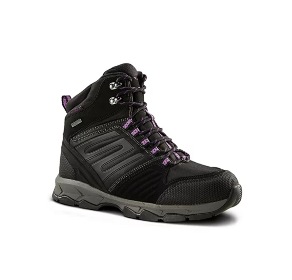WindRiver 'Peak II' Winter Hiking Boots in Black (Photo via Mark's)