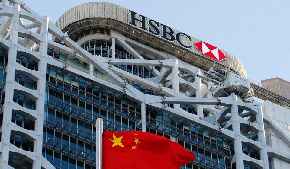 A Chinese national flag flies in front of HSBC headquarters in Hong Kong, China, July 28, 2020. Photo: Reuters