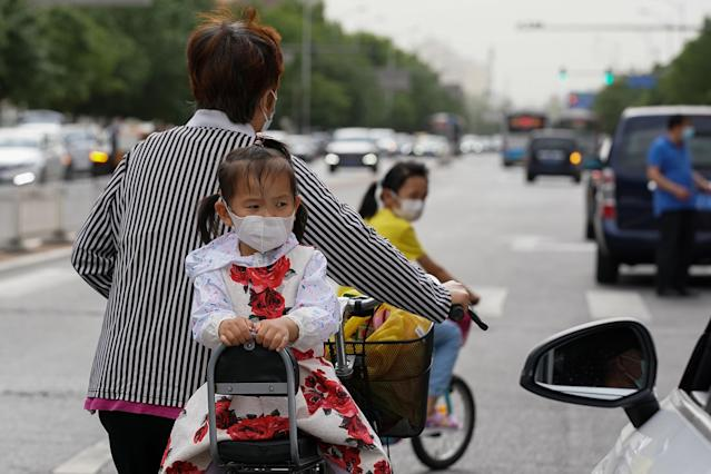 A girl wears a mask in Beijing. (Getty Images)