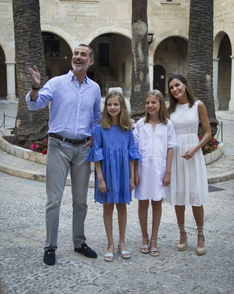 Spanish King Felipe VI (L) and Queen Letizia (R) pose with their daughters Spanish Crown Princess Leonor (2ndL) and Princess Sofia at the Almudaina Palace on the island of Majorca on July 29, 2018. - The royal family traditionally spends its summer holidays at the Marivent Palace on the island. (Photo by JAIME REINA / AFP) (Photo credit should read JAIME REINA/AFP/Getty Images)