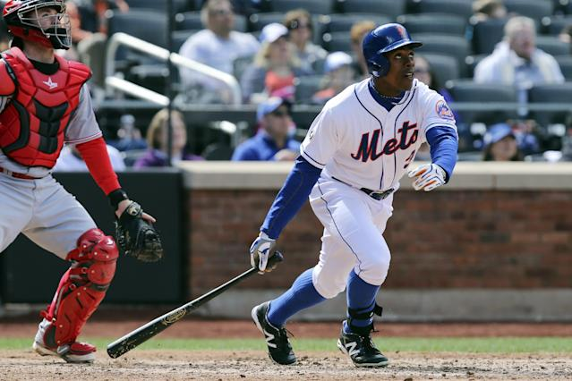 New York Mets right fielder Curtis Granderson, right, hits a home run to score two runs in the sixth inning of a baseball game against the Cincinnati Reds at Citi Field, Saturday, April 5, 2014, in New York. (AP Photo/John Minchillo)