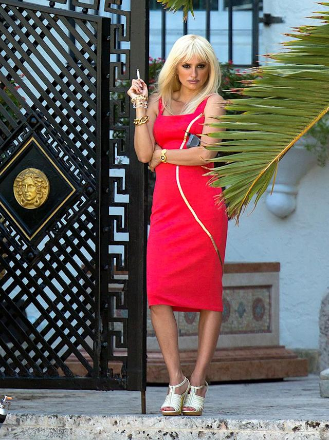 <p>Cruz was a dead ringer for Donatella Versace on the Miami set of <i>Versace: American Crime Story</i>. Ricky Martin is set to co-star. (Photo: Splash News) </p>