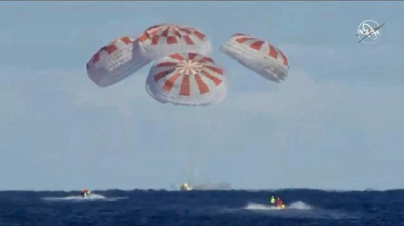 Parachutes opened as the SpaceX Dragon capsule splashed down in the Atlantic Ocean on March 8, 2019 (AFP Photo/HO)