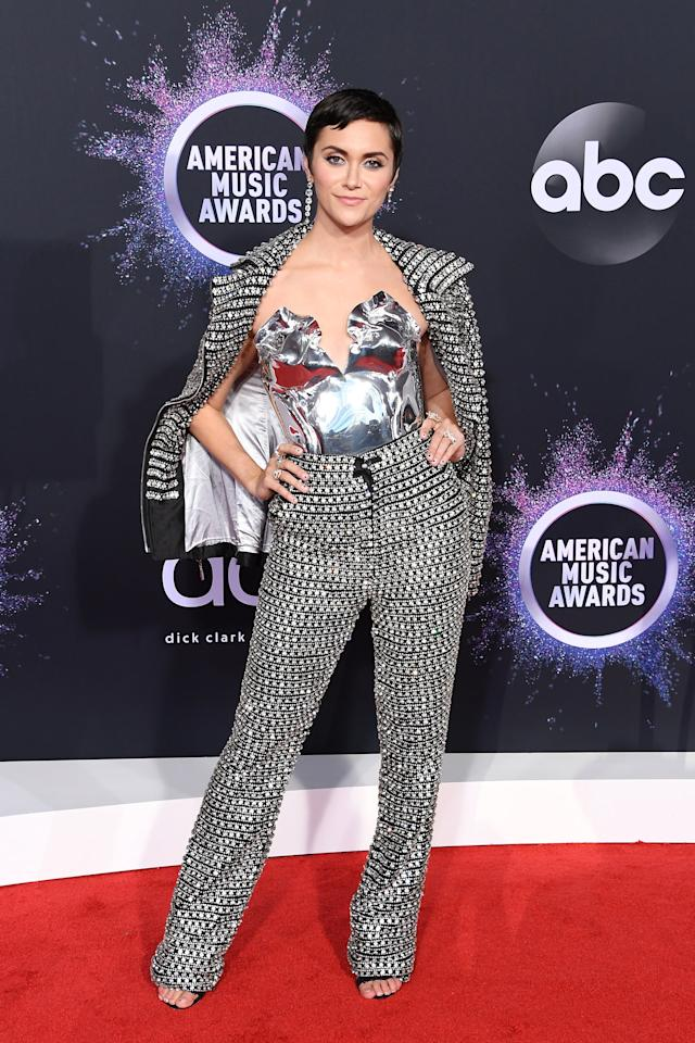 <p>Singer and actress Alyson Stoner wore a dazzling suit with a silver shirt at the 2019 AMAs.</p>