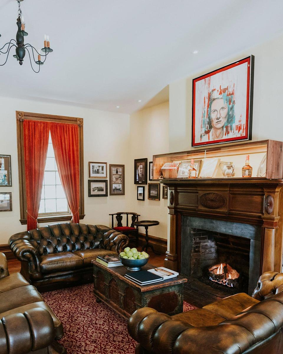 A sitting room with a fireplace at The Samuels House