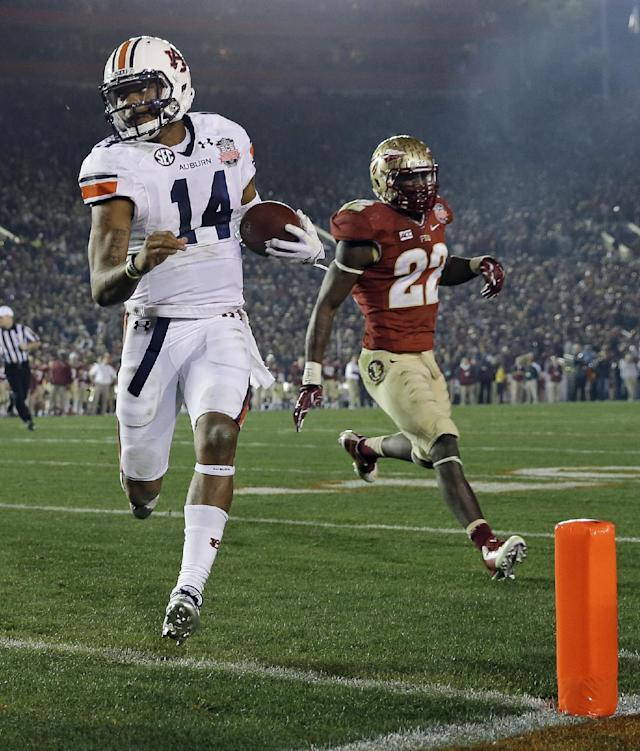 Auburn's Nick Marshall (14) gets past Florida State's Telvin Smith (22) for a touchdown run during the first half of the NCAA BCS National Championship college football game Monday, Jan. 6, 2014, in Pasadena, Calif. (AP Photo/David J. Phillip)