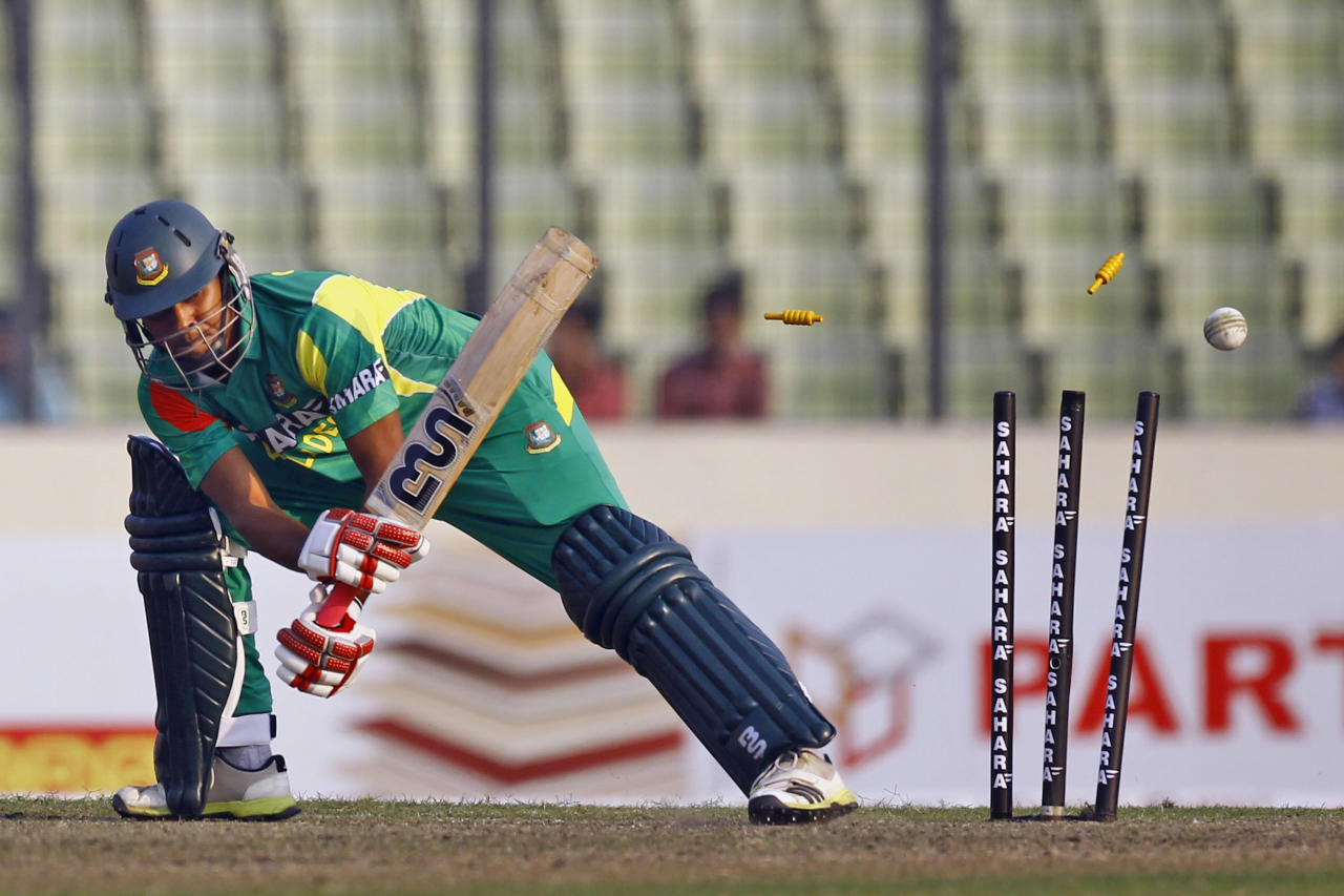 Bangladesh's Sohag Gazi is bowled out by Sri Lanka's Thisara Perera during the third one day international cricket match against Sri Lanka in Dhaka, Bangladesh, Saturday, Feb. 22, 2014. (AP Photo/A.M. Ahad)