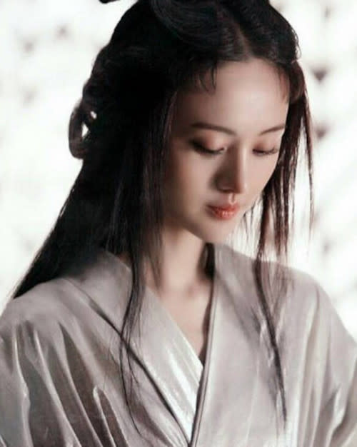 Zheng Shuang's career has taken a dive since the surrogacy and child abandonment scandal broke out