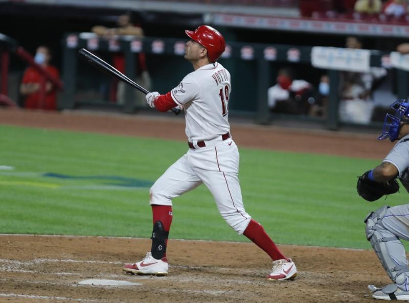 Votto lifts Reds past Royals in tenth