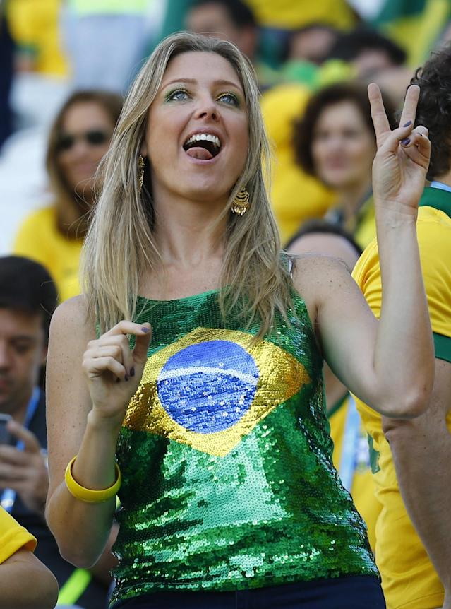 A fan poses before the opening ceremony of the 2014 World Cup at the Corinthians arena in Sao Paulo June 12,2014. REUTERS/Kai Pfaffenbach (BRAZIL - Tags: SOCCER SPORT WORLD CUP)