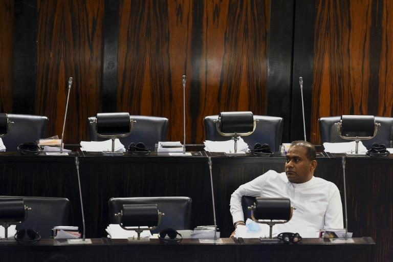 Convicted murderer sworn in as Sri Lankan MP