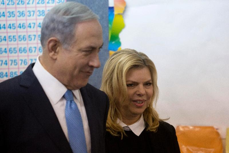Israeli Prime Minister Benjamin Netanyahu stands with his wife Sara after voting during the parliamentary elections at a polling station in Jerusalem, on March 17, 2015 (AFP Photo/Sebastian Scheiner)