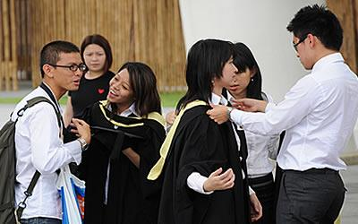 Do S'pore girls value a man's social status over other factors such as kindness and personality? (Yahoo!)