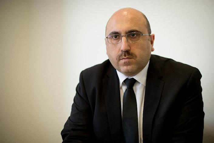 Founder of the Syrian Observatory for Human Rights, Rami Abdel Rahman, poses for photographs ahead of an interview with AFP in central London on October 17, 2013 (AFP Photo/Leon Neal)