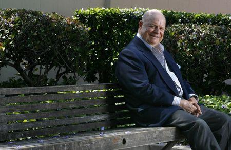 Actor Don Rickles poses for pictures in Beverly Hills, May 2007.  REUTERS/Mario Anzuoni