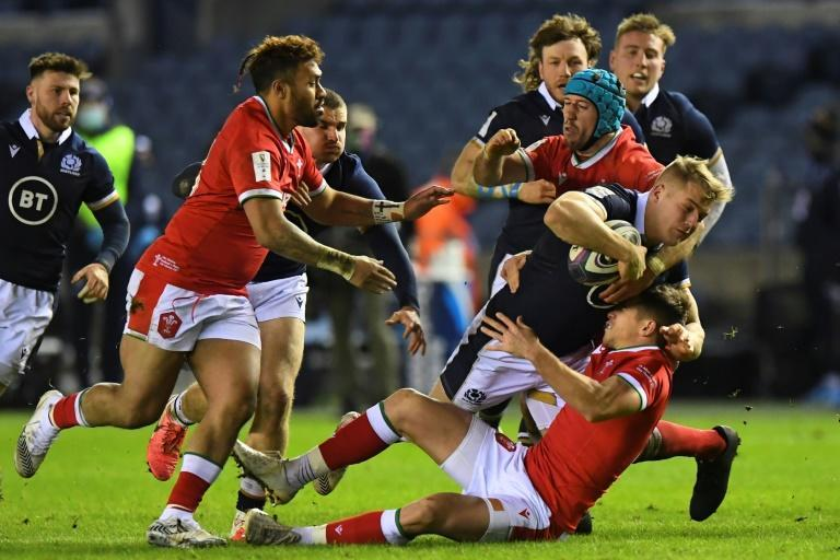Wales rallied from 14 points down to beat Scotland in Edinburgh