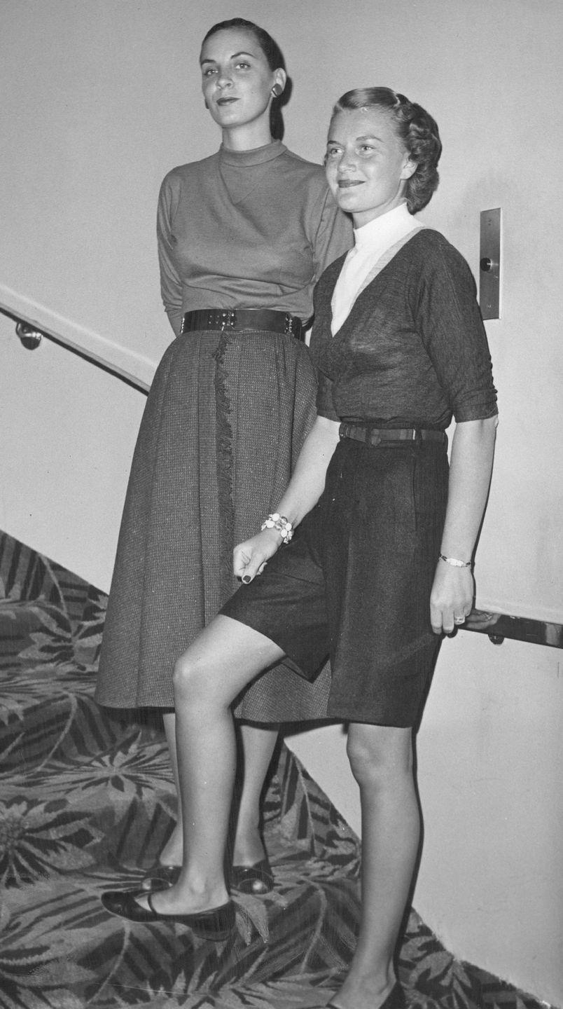 <p>Two junior league models showed some September skin by pairing their high neckline tops with skirts and shorts, as opposed to longer wool coats.<br></p>