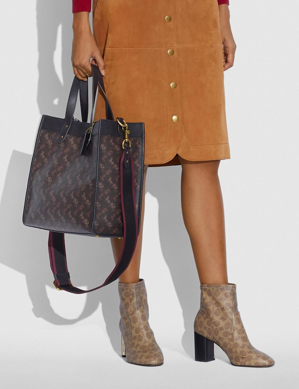 <p>The crossbody strap on this <span>Coach Field Tote With Horse and Carriage Print</span> ($450) is so convenient. </p>