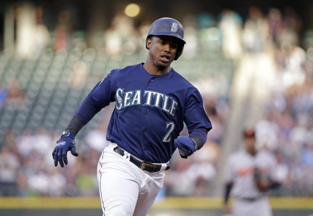 "<a class=""link rapid-noclick-resp"" href=""/mlb/teams/sea/"" data-ylk=""slk:Seattle Mariners"">Seattle Mariners</a>' shortstop <a class=""link rapid-noclick-resp"" href=""/mlb/players/9247/"" data-ylk=""slk:Jean Segura"">Jean Segura</a> claims he was assaulted and robbed at gunpoint by Dominican police in an Instagram post. (AP)"