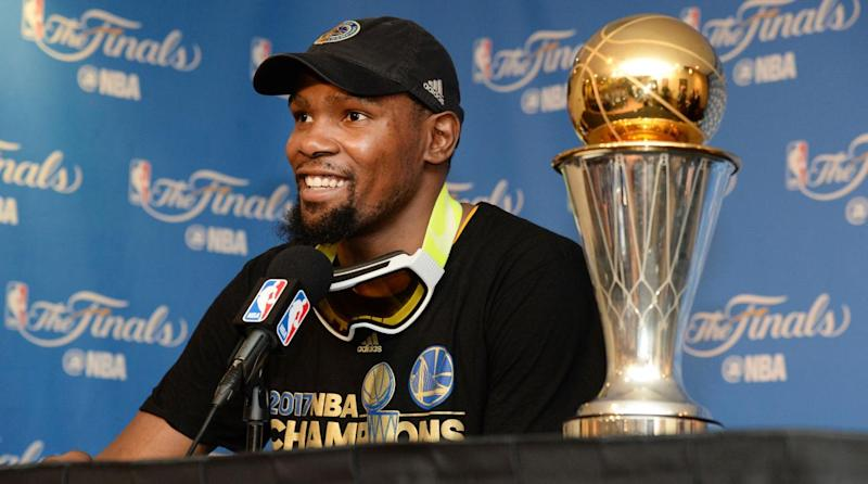 cbf604618ff8 Report  Kevin Durant to re-sign with Warriors after declining player option