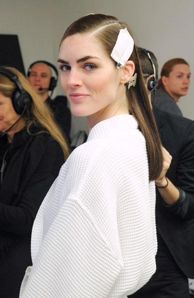 Hilary Rhoda sported a low-key beauty look backstage at the Calvin Klein show © Rex