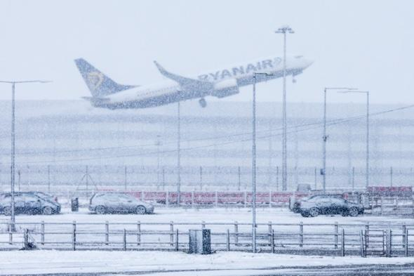 Ryanair snow blizzards Stansted