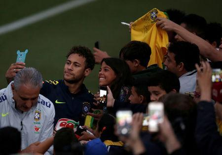 Football Soccer - Brazil national soccer team training - World Cup 2018 - Granja Comary, Teresopolis, Brazil - May 25, 2018 - Neymar and head coach Tite talk with fans. REUTERS/Ricardo Moraes