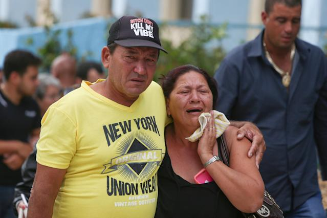 <p>Relatives of victims of the Boeing 737 plane that crashed after taking off from Havana's main airport yesterday, arrive to a hotel in Havana, Cuba, May 19, 2018. (Photo: Alexandre Meneghini/Reuters) </p>