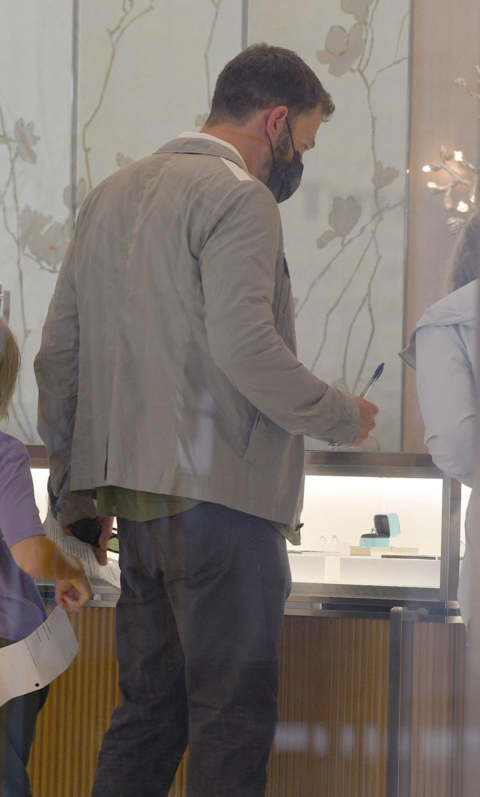 Ben Affleck supposedly browses engagement rings at Tifanny & Co. with his mom as his relationship with Jennifer Lopez heats up.