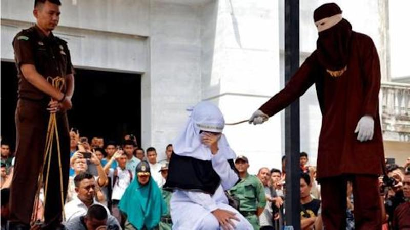 Indonesia: Five unmarried couples whipped for