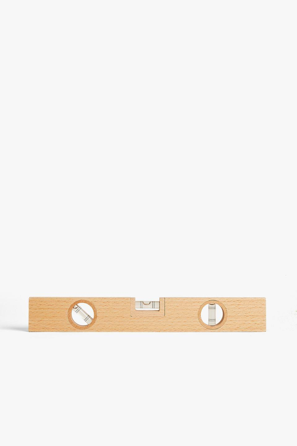 <p>Perfect for a variety of DIY projects, this beech wood spirit level is a must-have tool for the home.</p>