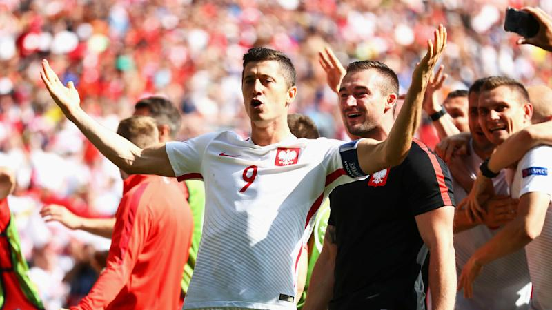 Lewandowski breaks qualifying record as Poland reach the World Cup
