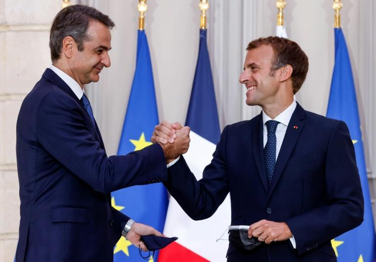 Macron (R) signed the ship deal with Greek Prime Minister Kyriakos Mitsotakis at the Elysee Palace in Paris (AFP/Ludovic MARIN)