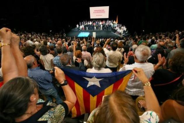 Catalan parties step up referendum planning in clash with Madrid