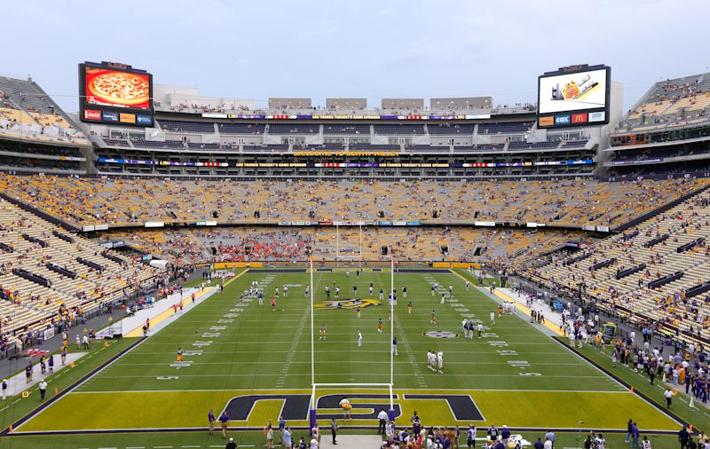 Dog accidentally shoots ex-LSU lineman in Mississippi