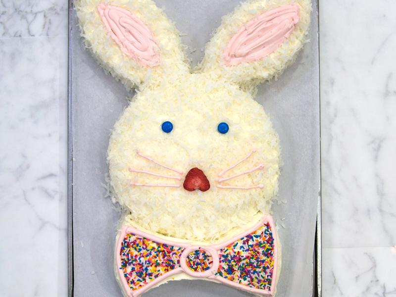 How to Make the Cutest Easter Bunny Cake Ever