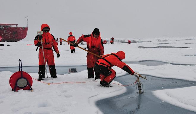 Chinese expedition team members conduct tests in the Arctic Ocean. Photo: Xinhua