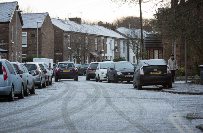 Met Office issues amber warning for heavy snow in Huddersfield tomorrow