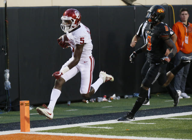 "Oklahoma wide receiver Marquise Brown (5)t scores in front of Oklahoma State cornerback <a class=""link rapid-noclick-resp"" href=""/ncaaf/players/267651/"" data-ylk=""slk:Rodarius Williams"">Rodarius Williams</a> (8) in Stillwater, Okla., Saturday, Nov. 4, 2017. (AP Photo/Sue Ogrocki)"
