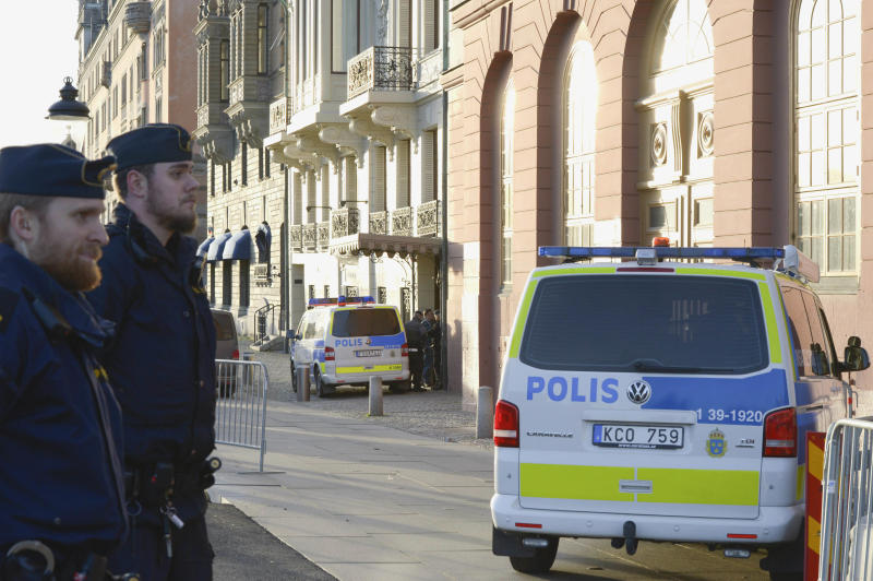 """This photo shows police outside the Swedish Prime Minister Fredrik Reinfeldt´s residence Sagerska Palace in Stockholm, Sweden  Friday Nov. 9, 2012. A security guard at the Swedish prime minister's residence was killed Friday in what appeared to be a self-inflicted shooting, police and Swedish media said. The prime minister was not in the building.  """"I can say nothing happened to the prime minister. He was not harmed,"""" Stockholm police spokesman Lars Bystrom told The Associated Press. """"And it wasn't one of his bodyguards but some security guard. We do not suspect any crime.""""    (AP Photo/ Bertil Enevag Ericson)  SWEDEN OUT"""