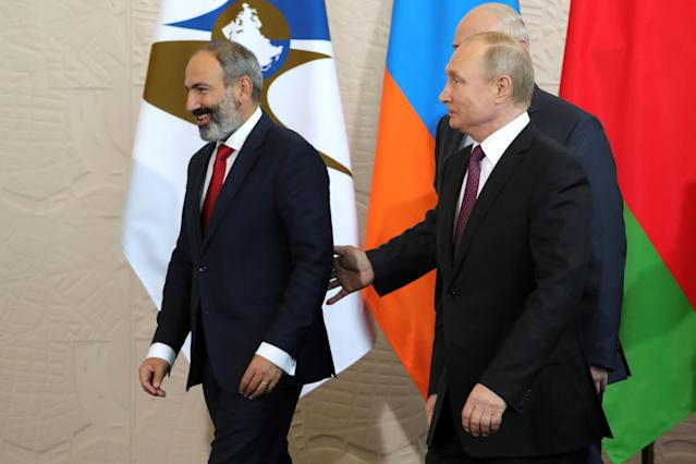 Armenian Prime Minister Nikol Pashinyan, Belarussian President Alexander Lukashenko and Russian President Vladimir Putin walk before a session of the Supreme Eurasian Economic Council in Sochi, Russia May 14, 2018. Sputnik/Mikhail Klimentyev/Kremlin via REUTERS ATTENTION EDITORS - THIS IMAGE WAS PROVIDED BY A THIRD PARTY.