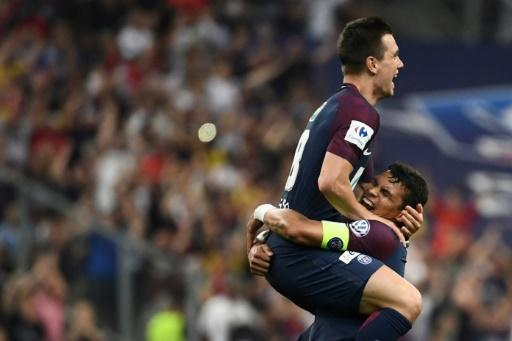 Lo Celso celebrates a goal for PSG with Thiago Silva