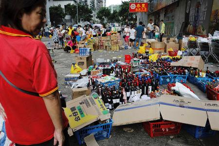 Staff sell goods outside a supermarket during power outages after Typhoon Hato hit in Macau.   REUTERS/Tyrone Siu