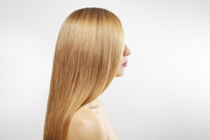 "The ""Strandlights"" Technique Is a Trendy New Way to Add Natural-Looking Highlights to Your Hair"