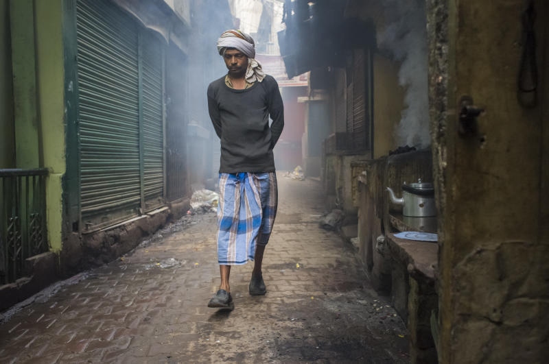 A man wears a lungi in Varanasi, India.  (paulprescott72 via Getty Images)