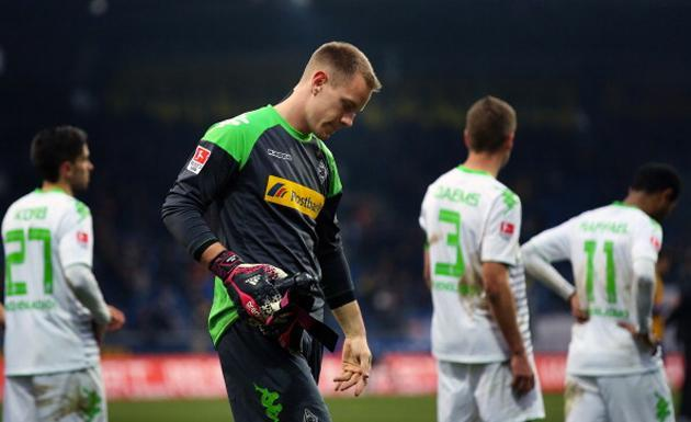 Marc-André ter Stegen takes a glove off in preparation for a facepalm (Getty)